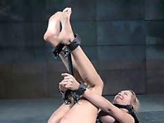 Cul, Bimbo, Bdsm, Bondage , Dans Un Dungeon , Fétiche , Baffe , Torture,